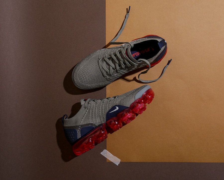 nike-air-vapormax-2-flyknit-taupe-bulle-d-air-rouge-942842-010 (1)