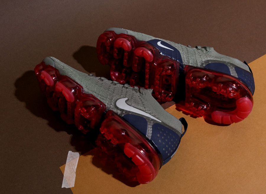nike-air-vapormax-2-flyknit-taupe-bulle-d-air-rouge-942842-010 (3)