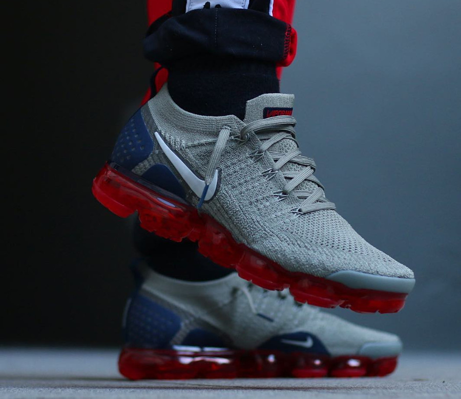 nike-air-vapormax-2-flyknit-taupe-bulle-d-air-rouge-on-feet (1)