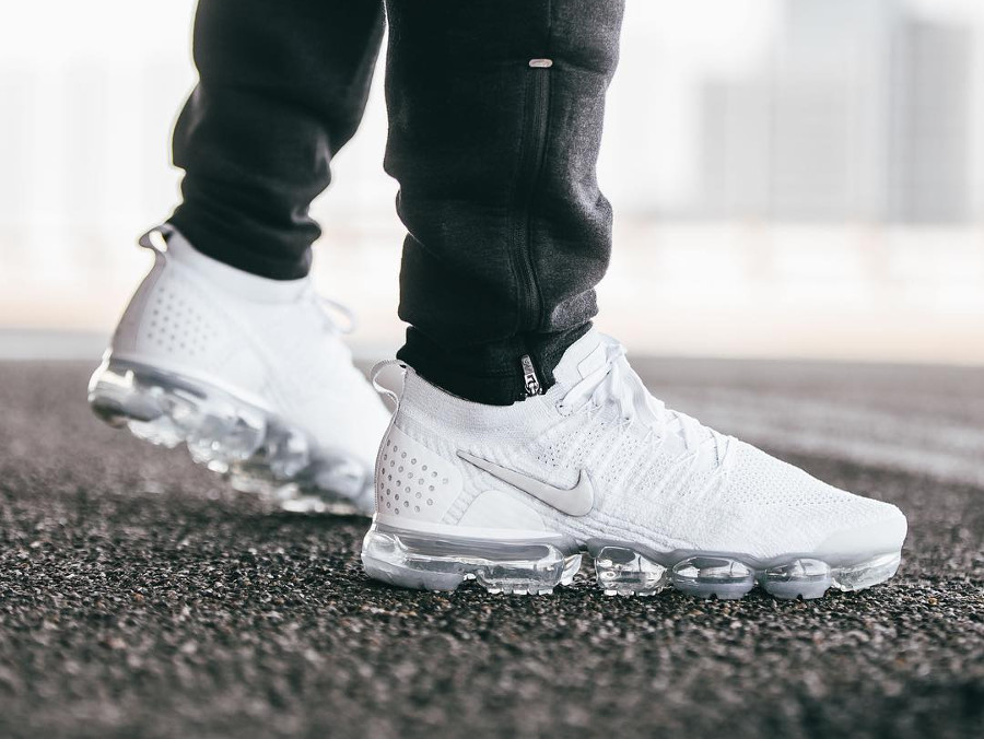 nike-air-vapormax-flyknit-2-mens-white-vast-grey-football-942842-105 (1)