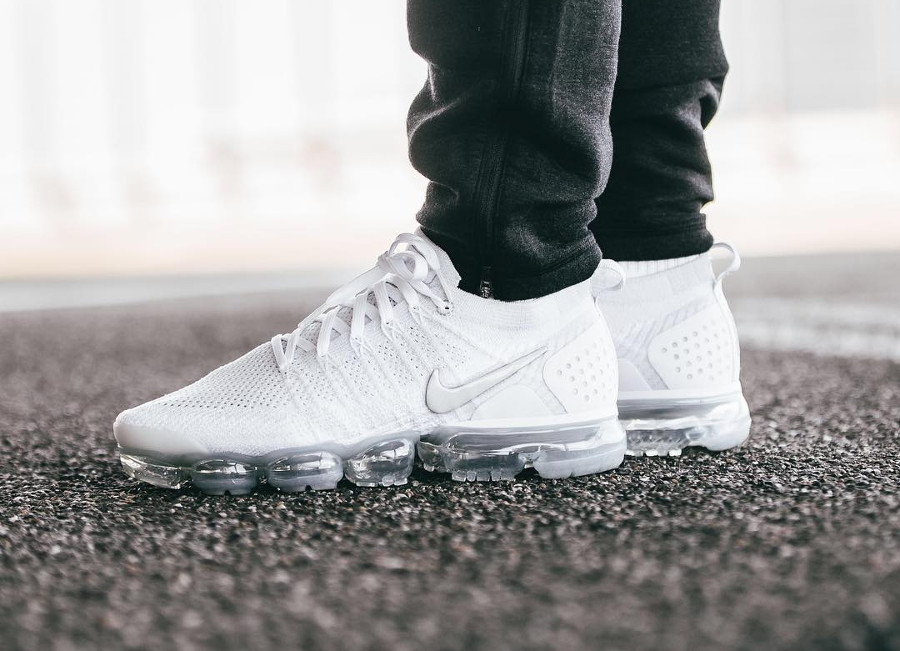 nike-air-vapormax-flyknit-2-mens-white-vast-grey-football-942842-105 (2)