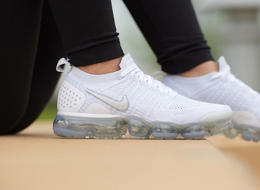 nike-air-vapormax-flyknit-2-womens-white-vast-grey-942843-105 (1)