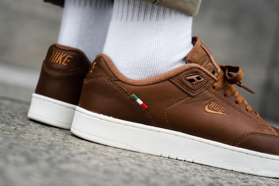 nike-grandstand-2-premium-italian-flag-light-british-tan-on-feet-AO2642-200 (2)