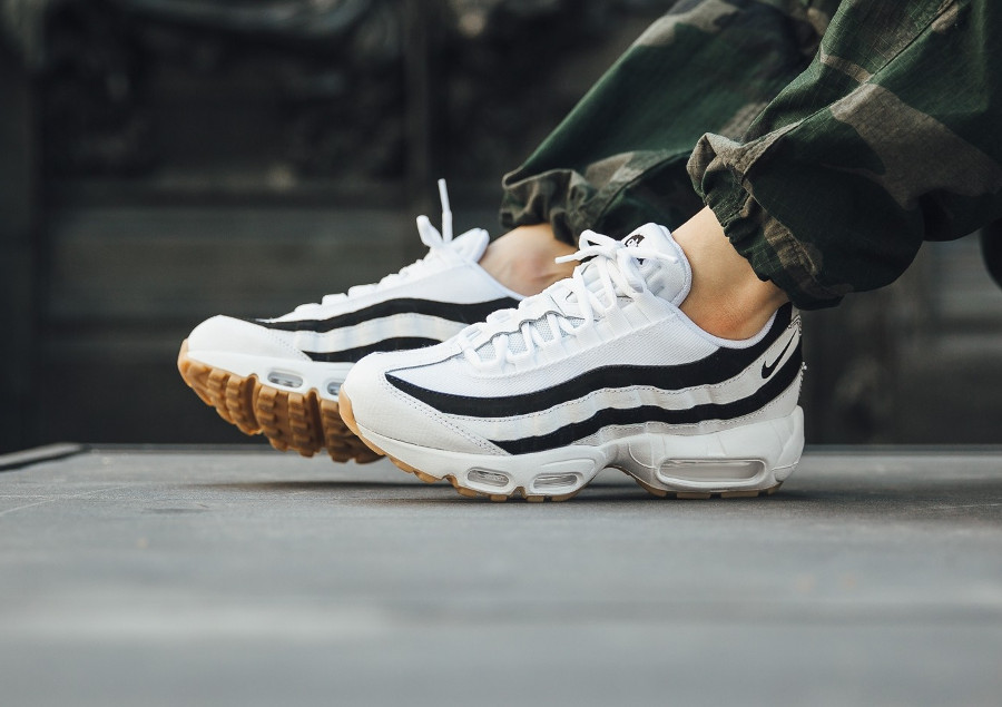 nike-wmns-air-max-95-juventus-white-black-gum-on-feet (1)