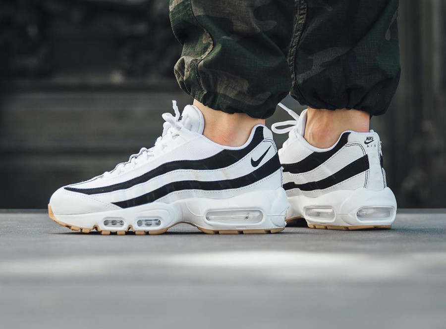 nike-wmns-air-max-95-juventus-white-black-gum-on-feet (2)