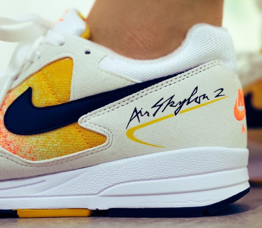nike-wmns-air-skylon-ii-amarillo-on-feet (1)