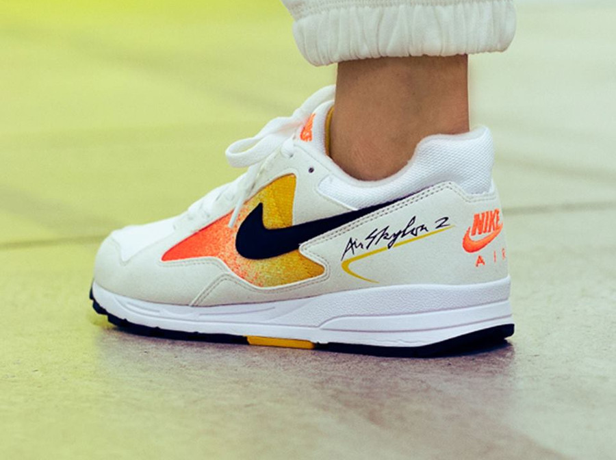 nike-wmns-air-skylon-ii-amarillo-on-feet (2)