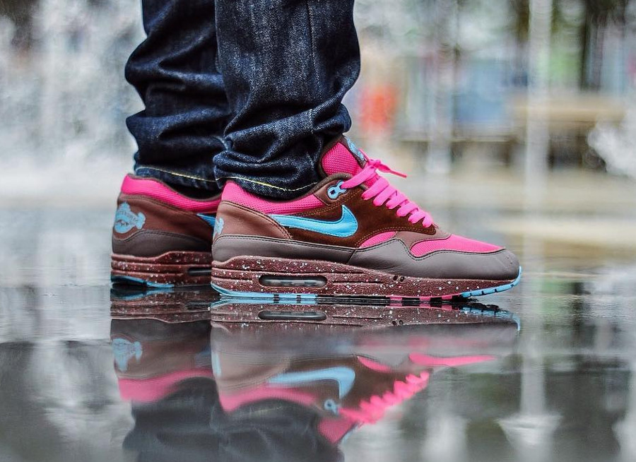 parra-nike-air-max-87-amsterdam-on-feet-313188-241