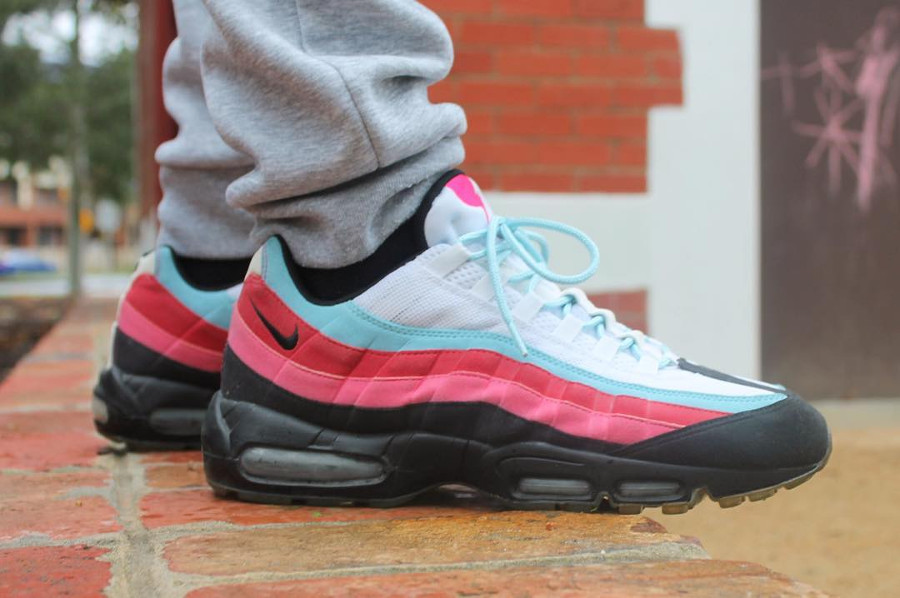 parra-nike-air-max-95-multicolor-on-feet-307272-101 (3)
