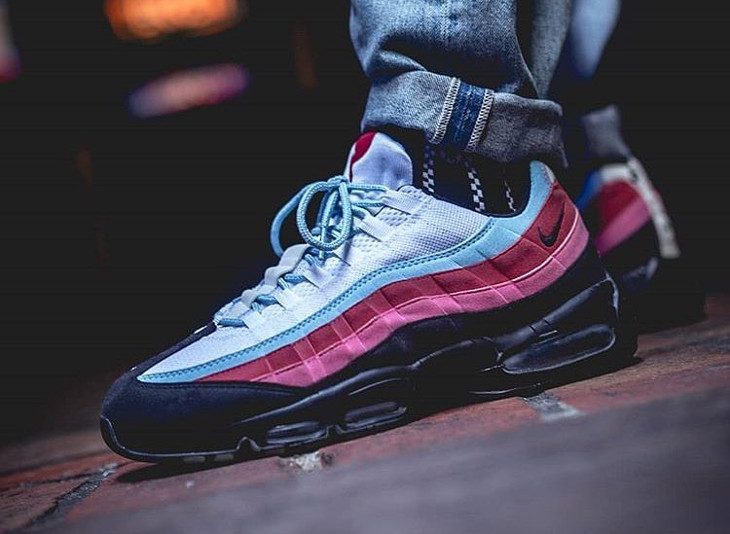 parra-nike-air-max-95-multicolor-on-feet-307272-101 (5)
