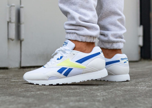 reebok-classics-rapide-homme-blanche-bleue-jaune-fluo-on-feet-CN5908 (4)