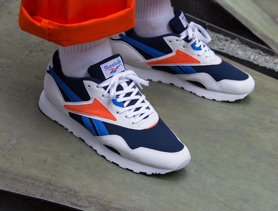 reebok-classics-rapide-mu-blanche-bleu-et-orange-on-feet