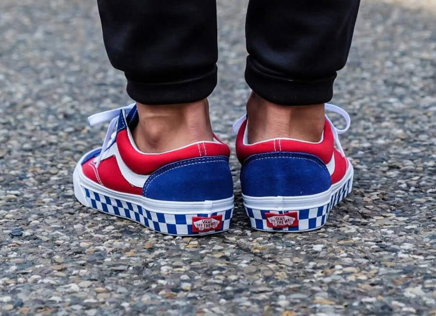 vans-style-36-bleue-et-rouge-avec-damiers-on-feet-VA3DZ3U8H (1)