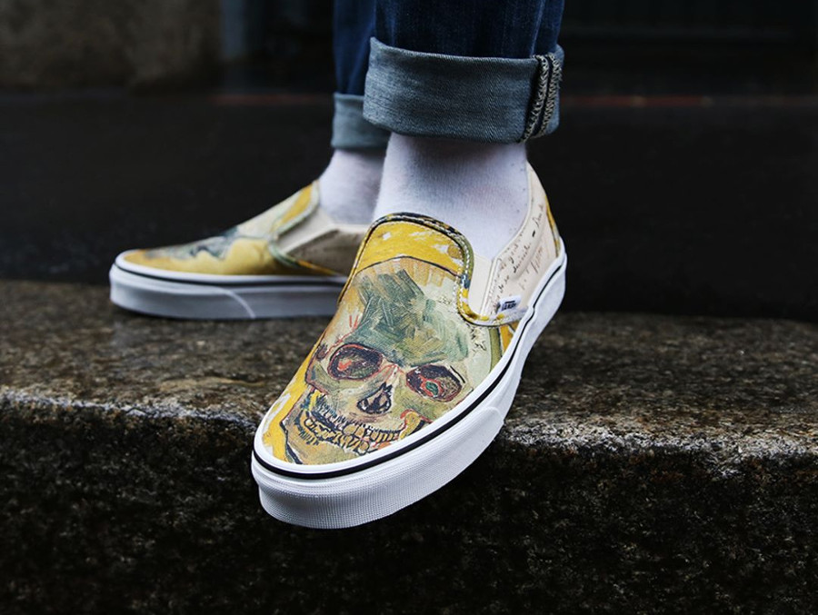 Chaussure Vans Slip On Skull aux pieds