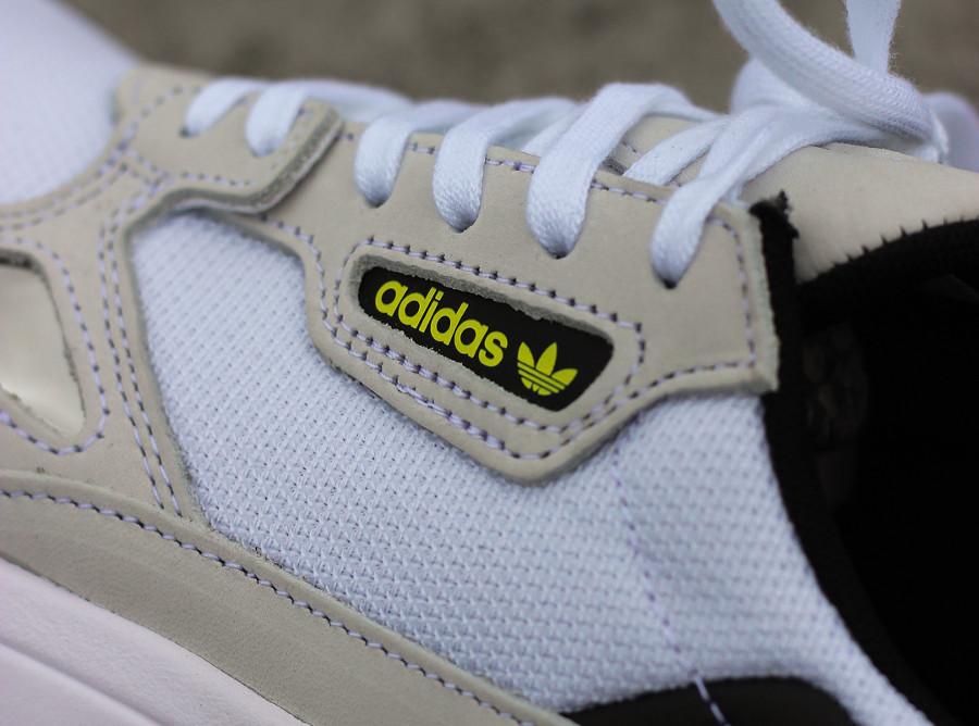 adidas-falcon-w-femme-grise-blanche-et-jaune (2)