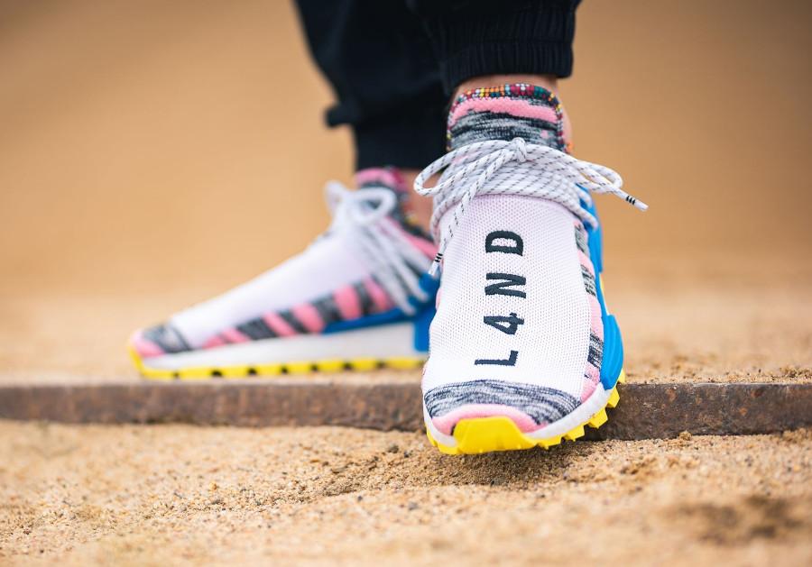 adidas-nmd-human-race-bleue-rose-et-jaune-BB9531 (2)