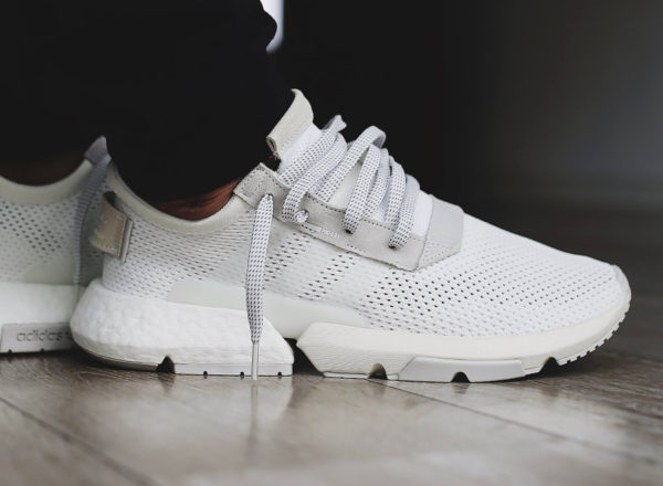 adidas-pod-s31-blanche-et-grise-on-feet-B28089 (4)