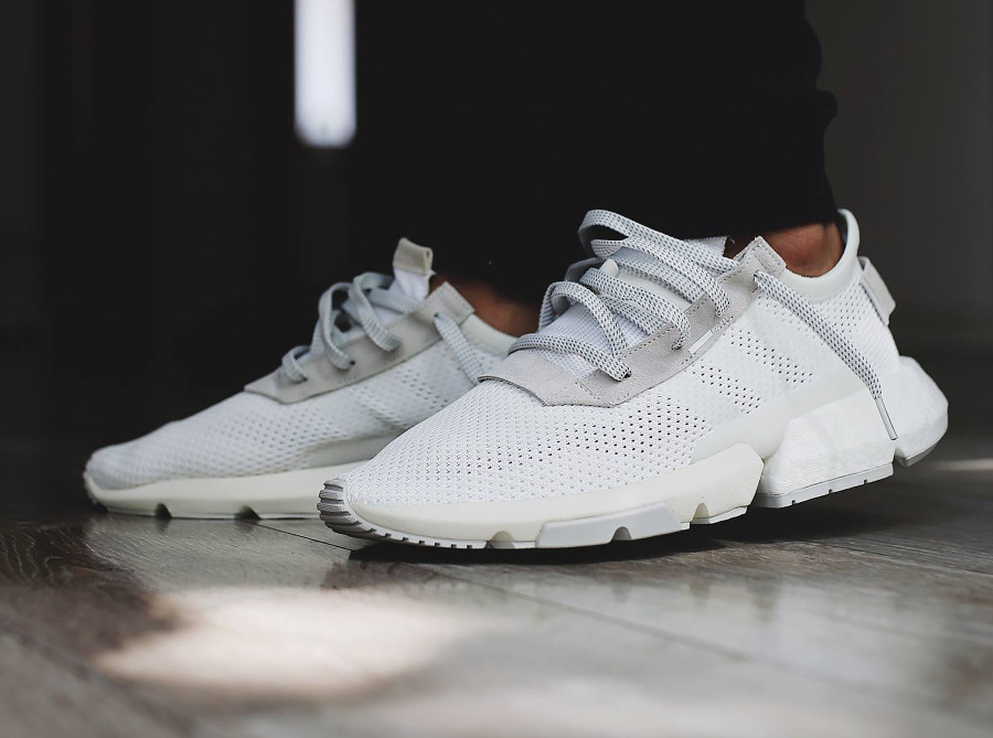 adidas-pod-s31-blanche-et-grise-on-feet-B28089 (5)