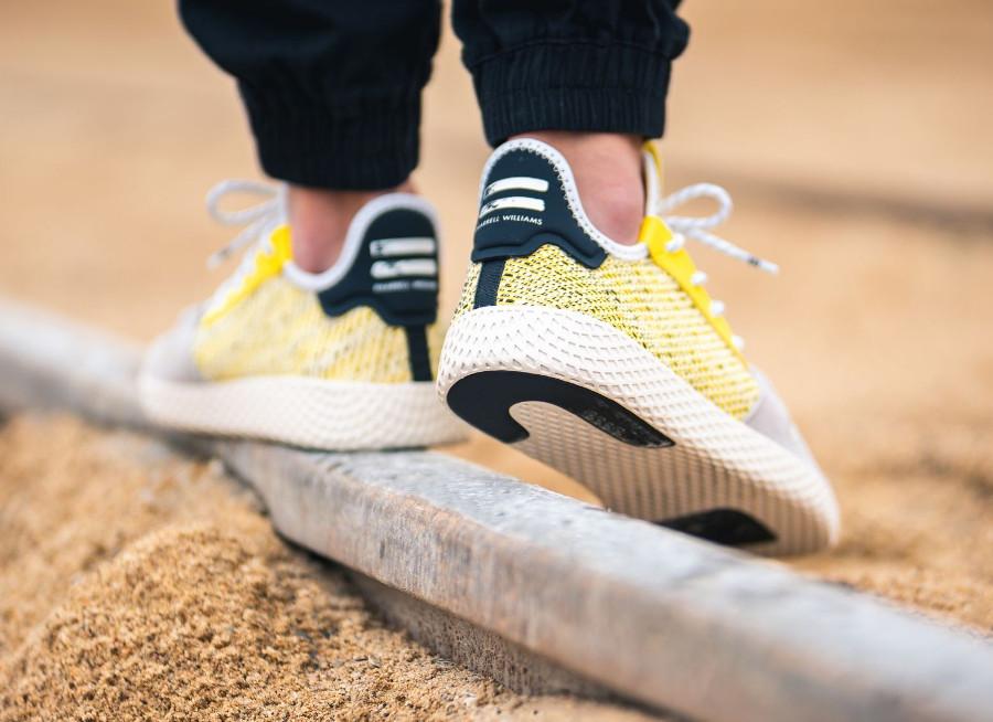 adidas-pw-tennis-hu-jaune-et-noire (1)