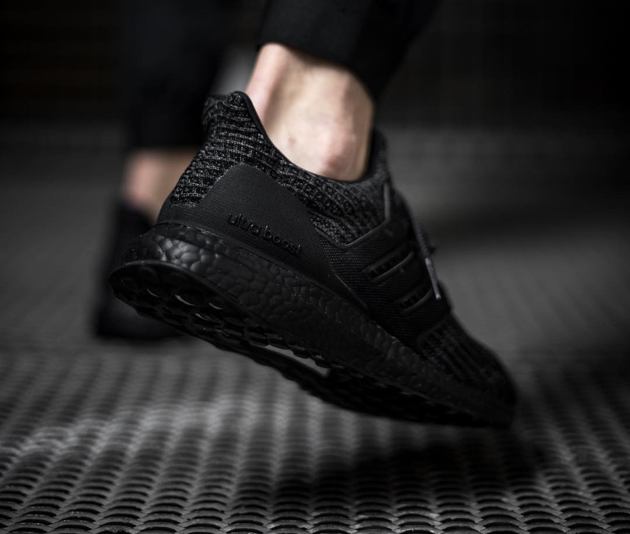 adidas-ultraboost-4-0-en-primeknit-noir-on-feet- bb6171 (1)