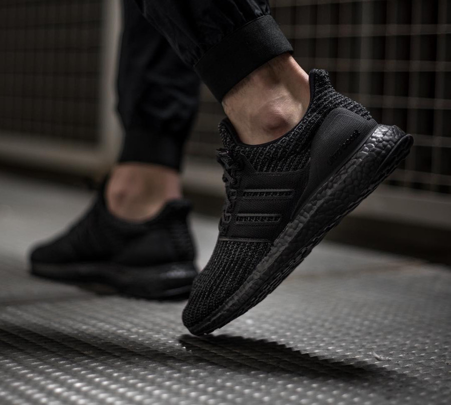 adidas-ultraboost-4-0-en-primeknit-noir-on-feet- bb6171 (3)