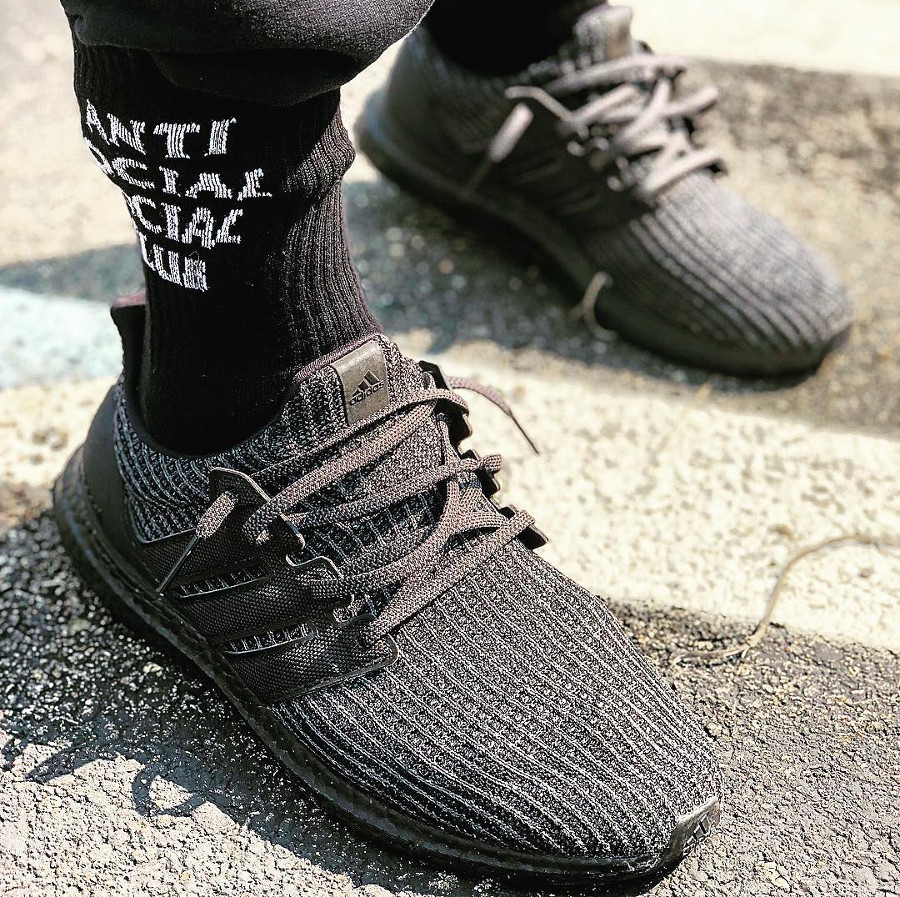 adidas-ultraboost-4-0-en-primeknit-noir-on-feet- bb6171 (5)
