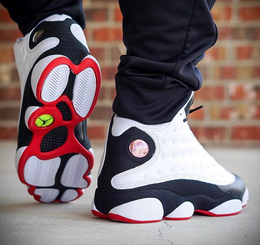 air-jordan-XIII-blanche-noire-et-rouge-on-feet (2)