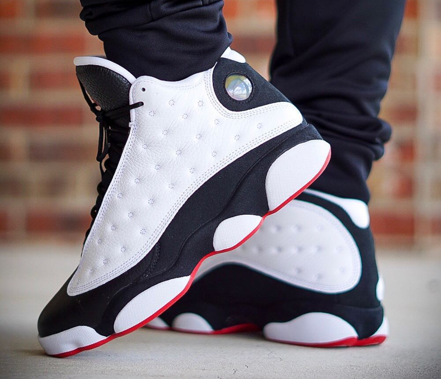 air-jordan-XIII-blanche-noire-et-rouge-on-feet (3)