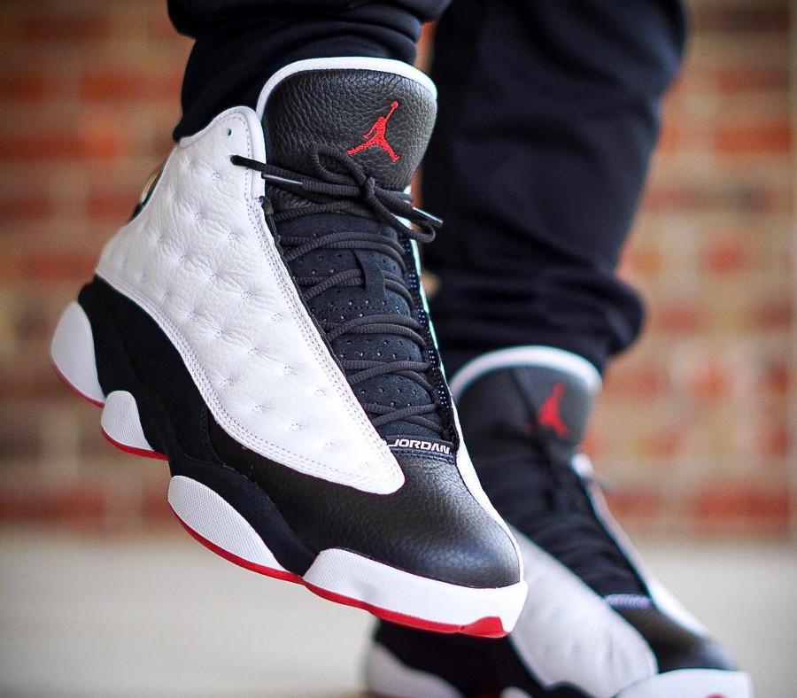 air-jordan-XIII-blanche-noire-et-rouge-on-feet (4)
