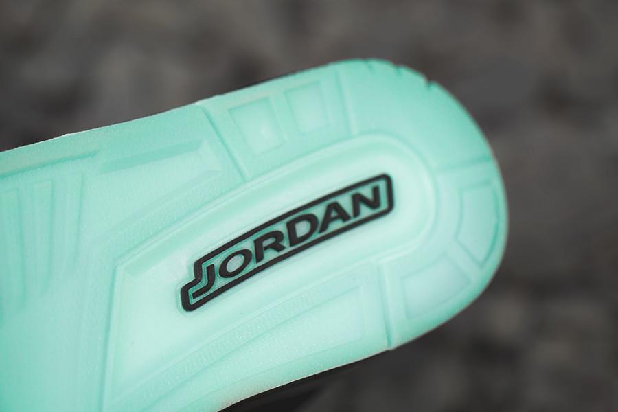 air-jordan-iii-flyknit-noire-et-grise-gitd- (7)
