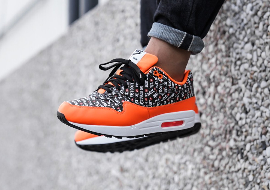 air-max-87-allover-print-orange-on-feet-875844-008 (3)
