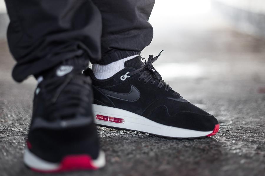 Où acheter la Nike Air Max 1 PRM 'Bred Mini Swoosh' Oil Grey ?