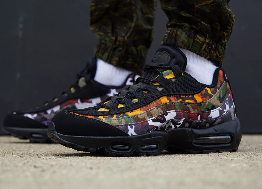 air-max-95-premium-noire-camouflage-multicolore-on-feet-AR4473-001 (1)