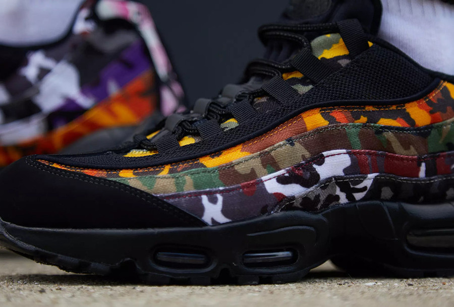 air-max-95-premium-noire-camouflage-multicolore-on-feet-AR4473-001 (3)