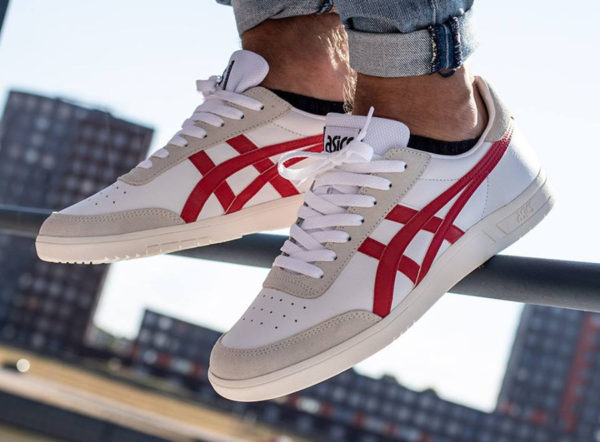 chaussure Asics Gel Vickka TRS White Classic Red on feet (1193A033 103)