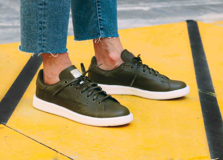 chaussure Neighborhood x Adidas Stan Smith Boost Supplier Colour on feet ( B37342)