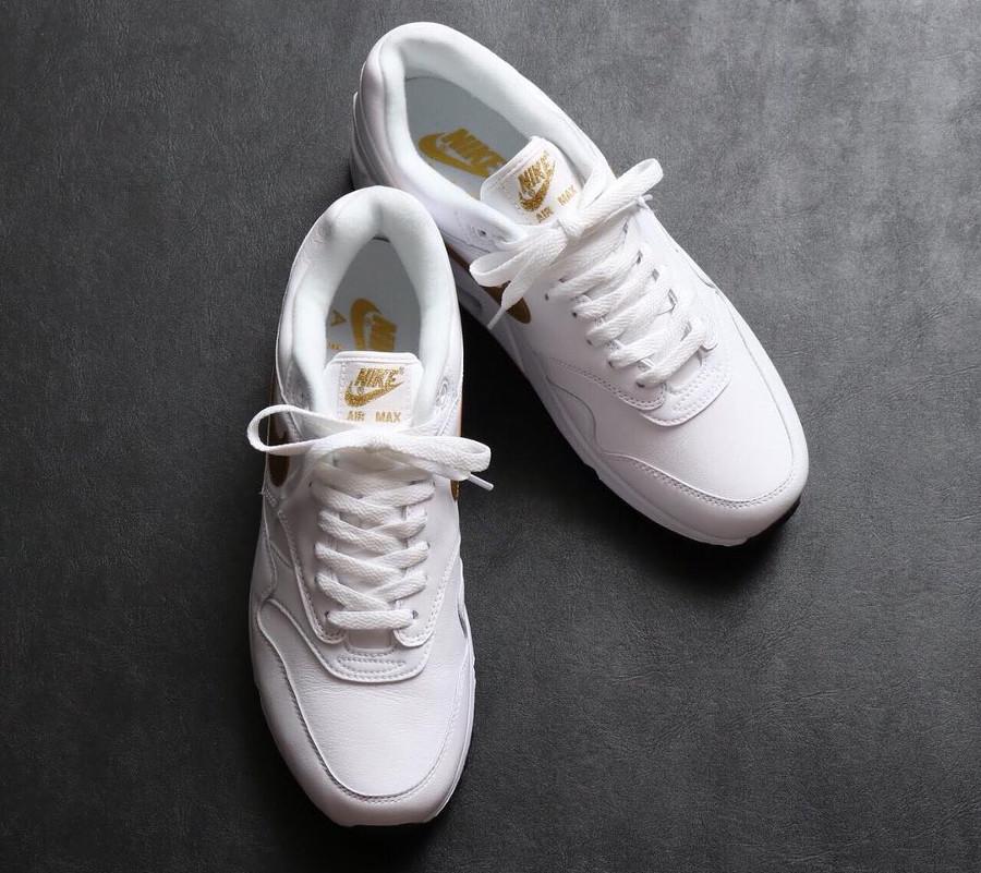 guide-achats-nike-r-max-90-1-cuir-blanc-swoosh-en-or (2)