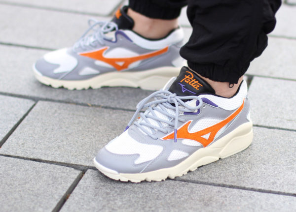 Patta x Mizuno Kazoku Sky Medal White Orange on feet