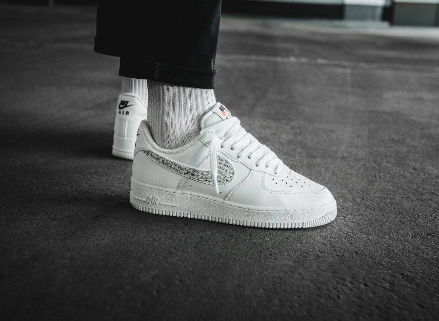 chaussures de sport f9f45 241a0 Que vaut la Nike Air Force 1 '07 LV8 JDI LNTC White 'Allover ...