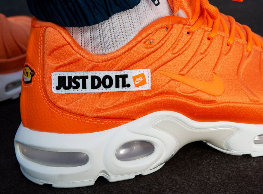 nike-air-max-plus-homme-orange-et-blanche-862201-800