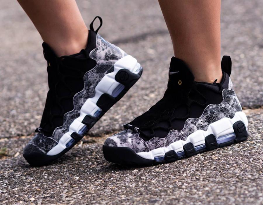 nike-air-more-money-lx-femme-grise-et-noire-on-feet- AJ1312-003 (2)