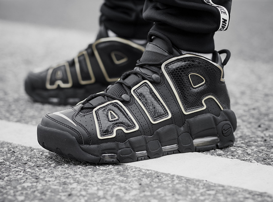 guide achats chaussure Nike Air More Uptempo Paris France on feet (AV3810-001)
