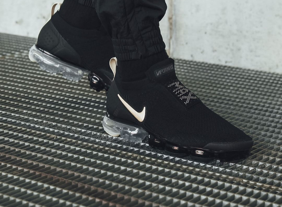 Nike Air Vapormax Flyknit Moc 2 'Black Light Cream'