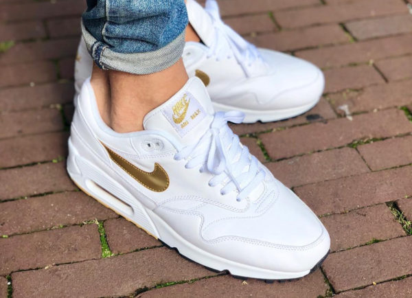 chaussure Nike Air Max 90/1 Hybrid OG White Gold 'Metallic Max' 2018 on feet (AJ7695-102)