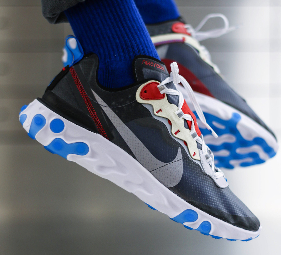 nike-react-element-87-dark-grey-photo-blue-chaussettes-bleues-@owaishsb