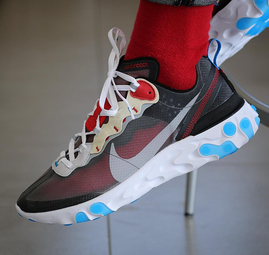 nike-react-element-87-dark-grey-photo-blue-chaussettes-rouges-@dennis__kroeger