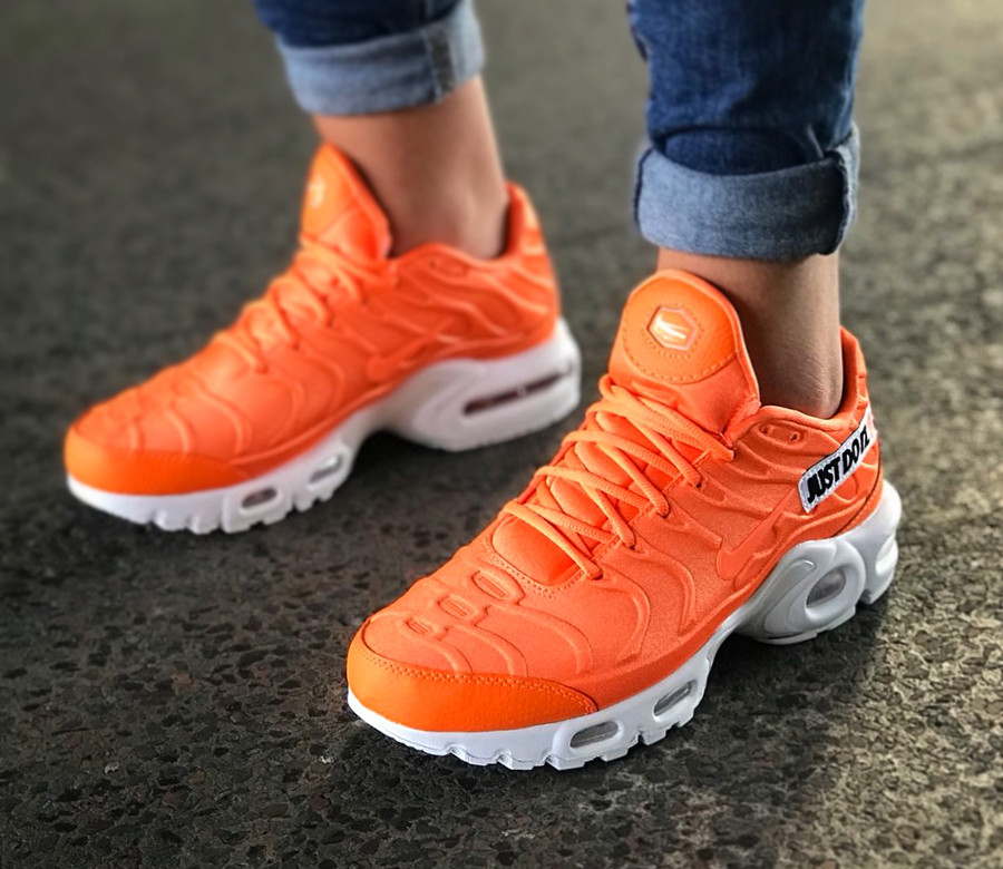 nike-wmns-air-max-plus-femme-orange-et-blanche-862201-800 (2)
