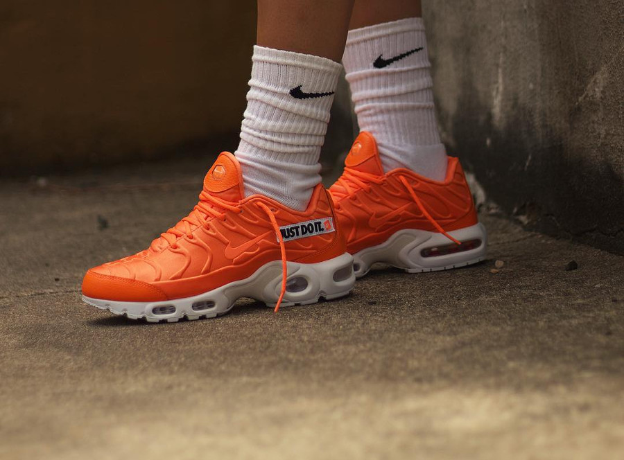 air max plus orange just do it