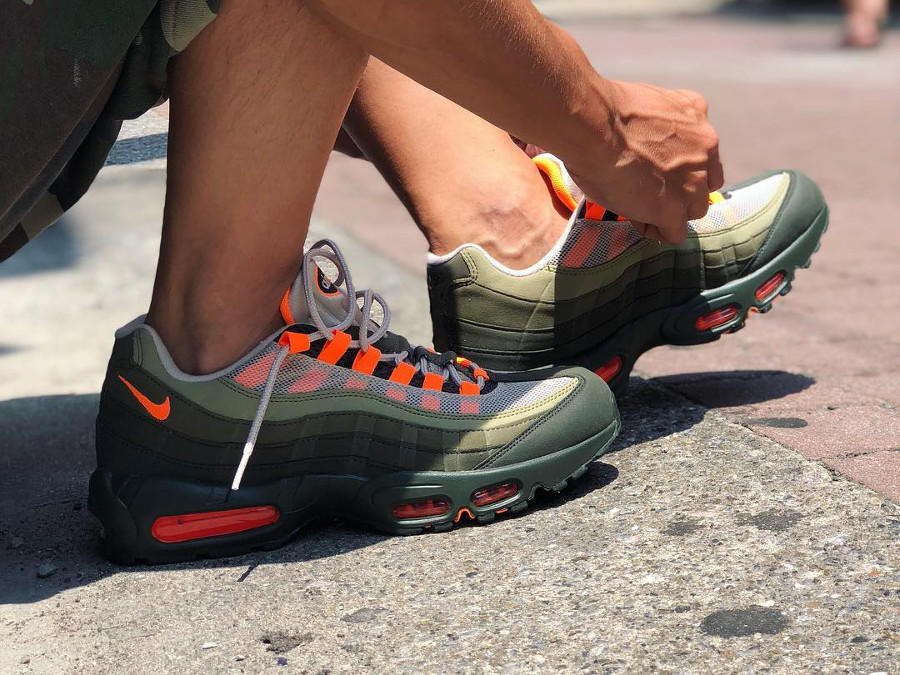 réédition-nike-air-max-95-og-olive-orange-AT2865-200 (2)