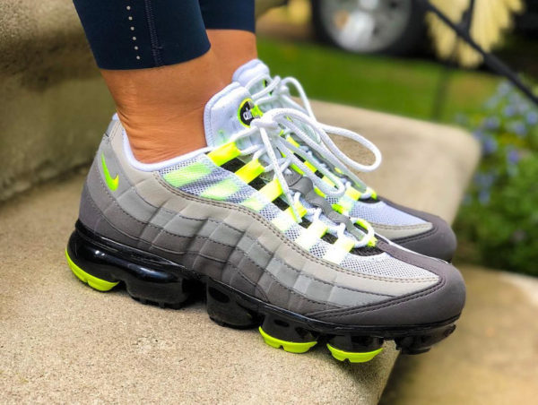 Review Nike Air Vapormax 95 OG 'Neon' on feet